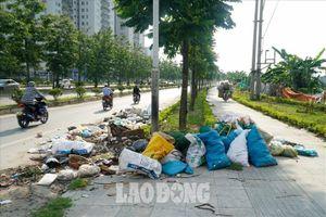 Hà Nội: Phố mới 8 làn xe ngập 'xà bần'
