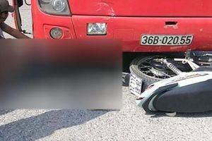Xe khách đấu đầu xe máy, 2 người phụ nữ bị thương nặng