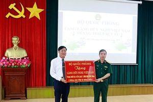 Đoàn công tác Bộ Quốc phòng thăm và tặng Làng Hữu Nghị Việt Nam trang thiết bị y tế