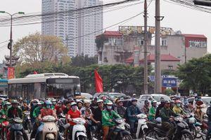 Hà Nội: Chính thức cấm taxi và xe tải trên 11 tuyến phố giờ cao điểm