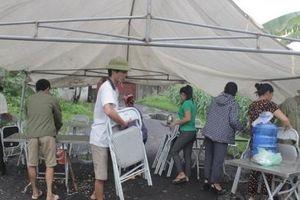 Võ Nhai (Thái Nguyên): Dân dựng rạp chặn cổng nhà máy luyện cốc gây ô nhiễm môi trường