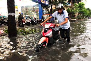 Cứ mưa lớn là đường Nguyễn Hữu Cảnh lại ngập