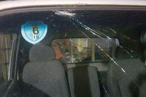 Truy bắt nhóm đối tượng phá ô tô CSGT