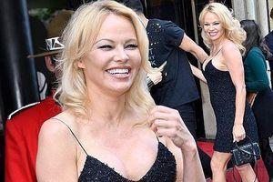 'Quả bom gợi cảm' Pamela Anderson ngoài ngũ tuần vẫn rực lửa