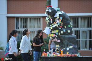 Muôn vẻ cầu may mùa thi đại học ở Trung Quốc