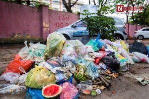 Hà Nội: Vắng bóng nhân viên vệ sinh môi trường, người dân bị 'bức tử' bởi mùi hôi thối