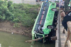 Hé lộ nguyên nhân vụ xe khách lao xuống sông làm 9 người thương vong