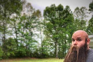 Bị nói 'điên rồ', người đàn ông vẫn hạnh phúc với chòm râu 'bảnh' dài 80 cm nuôi suốt 5 năm