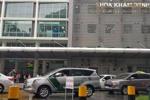 Xót xa cháu bé đi khám bệnh bị ô tô tông nguy kịch ngay trước cổng bệnh viện