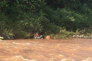 Phát hiện cán bộ thị trấn tử vong, xe máy để trên ven sông Kỳ Cùng