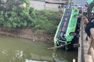 Thanh Hóa: Xe khách lao xuống sông, một người chết, nhiều người bị thương