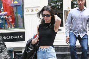 'Chân dài' Kendall Jenner sành điệu xuống phố với set đồ cá tính