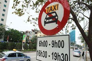 Hà Nội công bố cấm taxi giờ cao điểm trên 11 tuyến phố