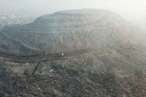 Núi rác cao hơn 65 mét, rộng bằng 40 sân bóng đá ở Ấn Độ