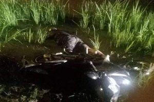 Ngã xe xuống vũng bùn, người đàn ông bị chết ngạt