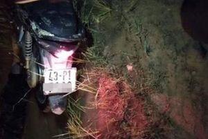 Hoảng hồn phát hiện người đàn ông tử vong úp mặt dưới vũng bùn