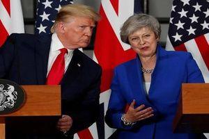 Hành động 'lạ' của Tổng thống Trump đối với Thủ tướng Anh
