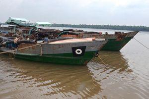 Bắt quả tang 3 phương tiện 'cát tặc' hút trộm cát trên sông Hàm Luông, Bến Tre