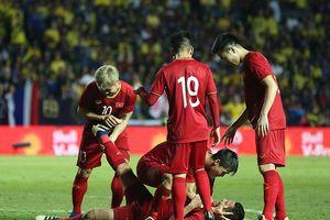 Ghi 'bàn thắng vàng', Anh Đức ngất lịm vì sướng và... chuột rút
