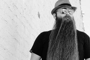 Bị nói 'điên rồ', người đàn ông hạnh phúc tiết lộ lý do nuôi bộ râu dài 80cm