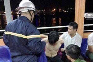 3 giờ quần thảo vùng nước nguy hiểm giải cứu nam thanh niên nghi ngáo đá