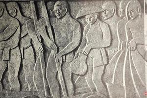 Giải cứu hai bức phù điêu quý trên bức tường di sản