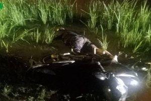 Phát hiện người đàn ông tử vong trên vũng nước