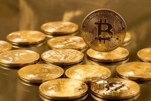 Bitcoin 'gục ngã' xuống 7.600 USD, vì sao?