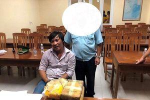 40 nghìn viên ma túy tổng hợp giấu trong 2 bình gỗ định tuồn vào Việt Nam