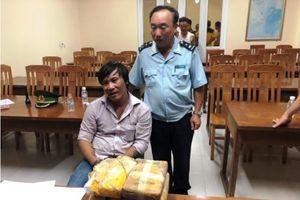 Phát hiện cặp lục bình gỗ từ Lào chứa... 40.000 viên ma túy