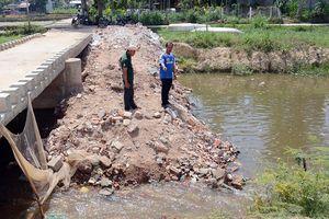 Điều tra nguyên nhân dòng kênh bị nhuộm đen ở Quảng Ngãi
