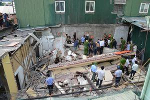 Ngôi nhà 2 tầng đang sửa bị đổ sập, 1 người bị thương nặng