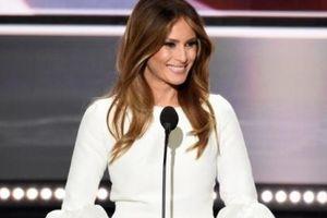 Đệ nhất phu nhân Mỹ Melania Trump - Phía sau những bộ đồ lộng lẫy