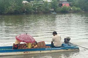 'Lội' sông đi tiêm chủng