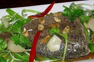2 cách làm cá hấp cuốn bánh tráng ngon tuyệt, ăn mãi không chán