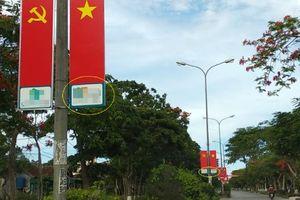 Hàng trăm cờ Đảng, cờ Tổ quốc trên đường phố Nghệ An phải 'gánh' thêm quảng cáo