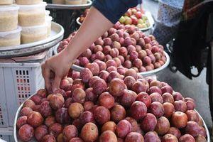 Hoa tươi, bánh ú, trái cây 3 miền đắt hàng ngày Tết Đoan Ngọ