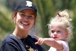 Irina Shayk vui vẻ bên con gái giữa tin rạn nứt với Bradley Cooper