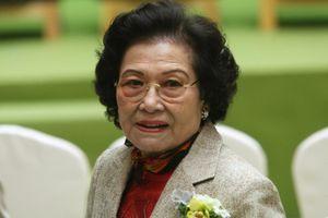 Mất chồng con, nữ tỷ phú 90 tuổi vẫn xưng bá thương trường Hong Kong