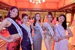 Tự tin mang hình ảnh áo dài Việt Nam ra thế giới