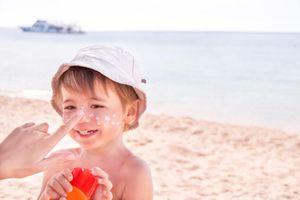 Nhiều bố mẹ không hiểu tác hại nguy hiểu của tia UV lên con trẻ