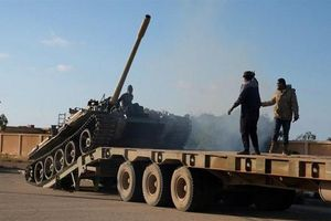 Lực lượng phía đông Libya tấn công sân bay Tripoli 2 đêm liên tiếp