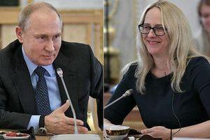 Tổng thống Nga Putin có hành động bất ngờ với nữ nhà báo Mỹ