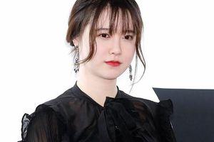 'Nàng cỏ' Goo Hye Sun tăng cân thấy rõ, liên tục lấy tay che vòng bụng to tướng