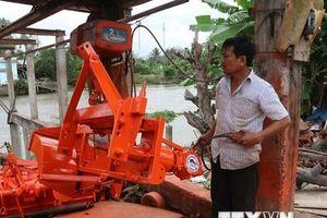 Người thợ cơ khí nông dân sáng chế chiếc máy đắp bờ hữu dụng