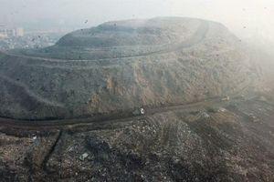 Hãi hùng với 'đỉnh Everest rác' rộng gấp 40 lần sân bóng đá ở Ấn Độ