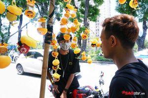 Một tuần sau cơn sốt lò xo mặt cười ở Hà Nội: Nhà nhà đi 'làm giàu' theo trend, mua thì ít bán ngày càng nhiều