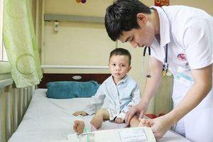 Căn bệnh khiến bé trai Quảng Ninh bị liệt, nguy kịch chỉ sau một giấc ngủ trưa