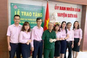 Trao tặng cánh tay robot cho Thương binh Phan Văn Hào