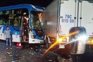 Đồng Nai: Xe khách đối đầu xe tải 2 người bị thương trên QL1